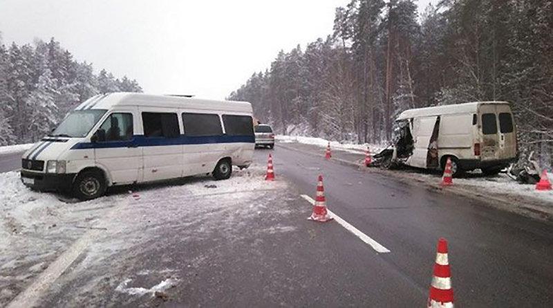 На М-1 столкнулись два микроавтобуса