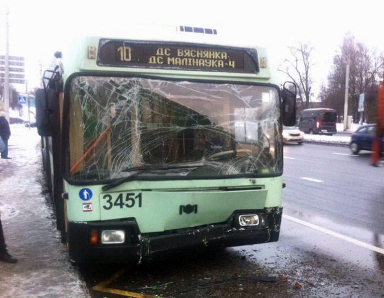 В Минске троллейбус въехал в автобус