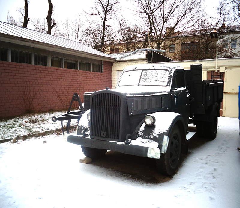 Реплика грузового автомобиля Opel Blitz, изготовленная на базе грузовика ГАЗ-51
