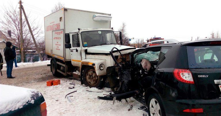 Один человек погиб, трое получили травмы в ДТП в Слуцке
