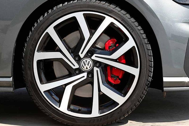 Сравнительный тест автомобилейHyundai i30 N и VW Golf GTI