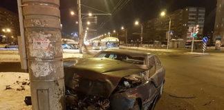 В Минске на перекрестке у кинотеатра «Салют» БМВ едва не снес пешеходов
