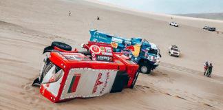 МАЗ на полном ходу перевернулся в песках «Дакара»