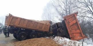 Лобовое столкновение двух грузовиков МАЗ