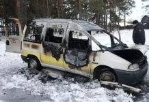 В Калинковичах нашли горящий автомобиль такси и тело таксиста