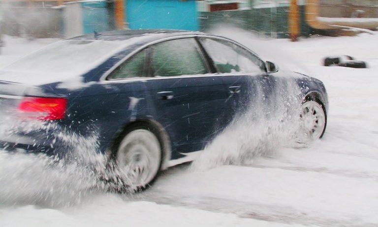 Рекомендации водителям зимой: Как тормозить иКак вывести машину из заноса.