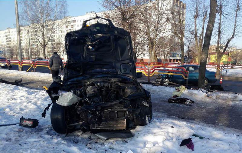В Бобруйске лоб в лоб столкнулись BMW и Hyundai