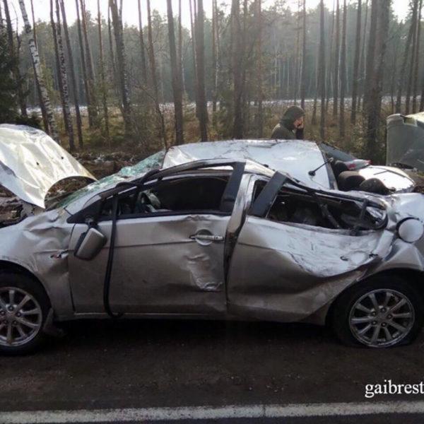 Mitsubishi вылетел в кювет и перевернулся