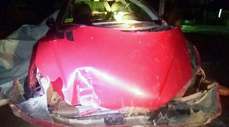 ДТП Глубокое: Peugeot въехал в столб и снес забор
