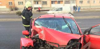 на ул. Кабушкина автомобиль Kia влетел в столб