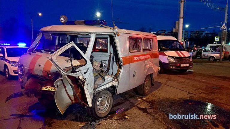 В Бобруйске скорая с роженицей попала в ДТП