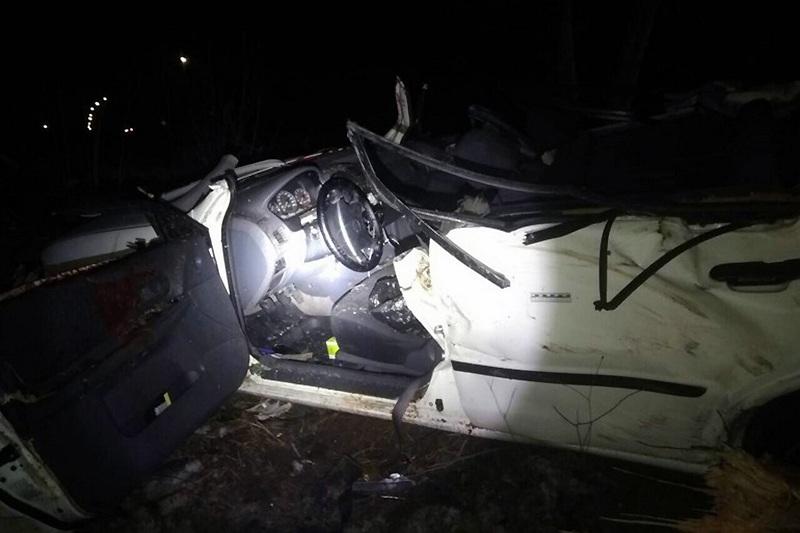 В Минске Mazda врезалась в дерево