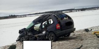 Chrysler столкнулся с двумя фурами