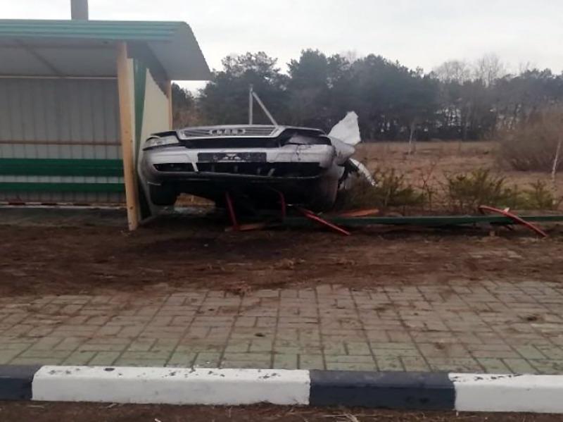 Audi въехал в остановочный пункт