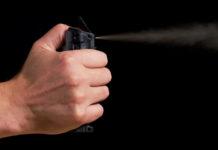 Мужчина распылил перцовый газ в лицо автомобилистке