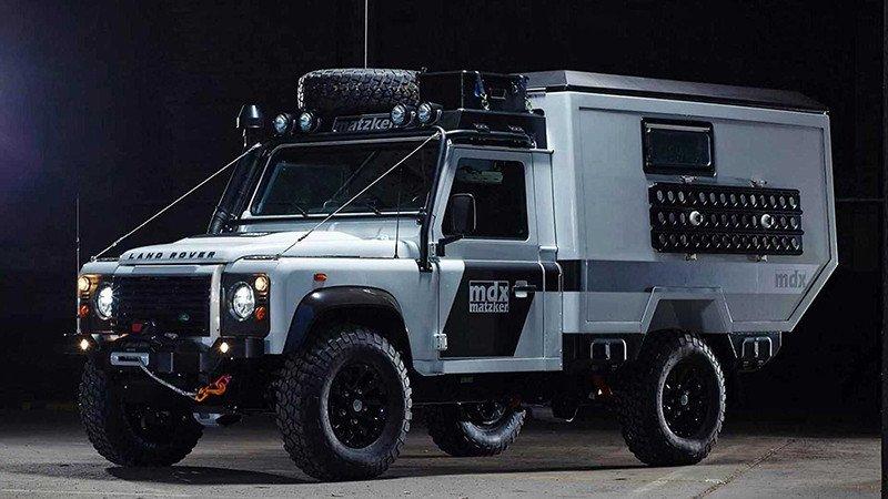 Старый Land Rover Defender - автомобиль для Апокалипсиса