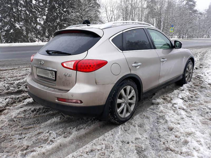 Автомобиль на российских номерах в Беларуси