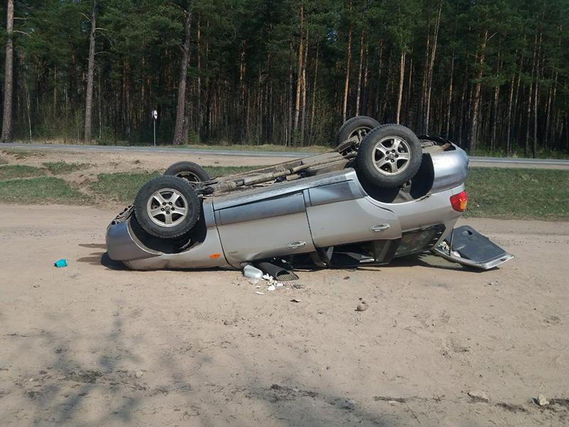 В Полоцком районе Hyundai съехал в кювет и перевернулся