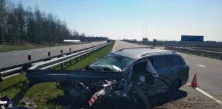 На автодороге М-5 Toyota въехала в отбойник