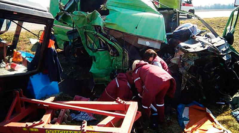 Под Барановичами микроавтобус столкнулся с трактором