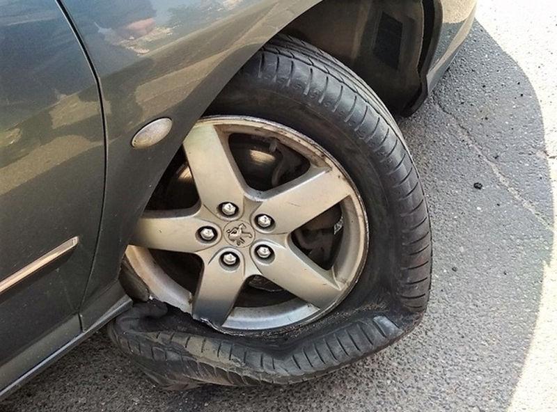 В Волковыске Peugeot вылетел на тротуар и сбил троих пешеходов