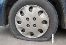 Житель Лиды проколол шины на 16 автомобилях