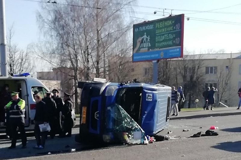 В Могилеве столкнулись грузовик и маршрутка с пассажирами