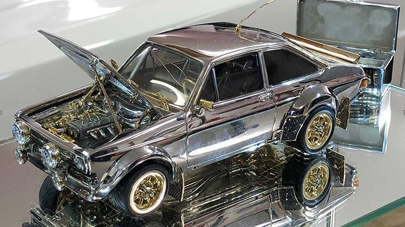 Золотой Ford Escort выставлен на продажу