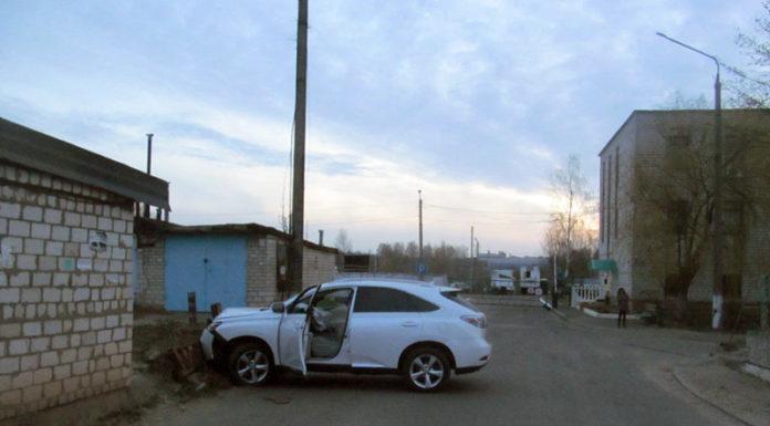 сотрудники автомойки угнали Lexus клиента и попали в ДТП