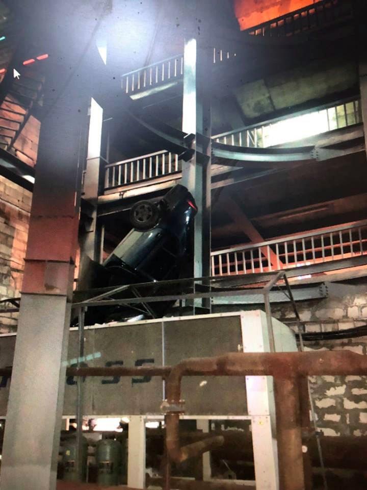 В Самаре автомобиль Hyundai упал с 4 этажа парковки