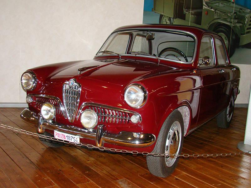Alfa Romeo Giulietta 1300 Исторический музей автомобилей Государственной полиции Рима