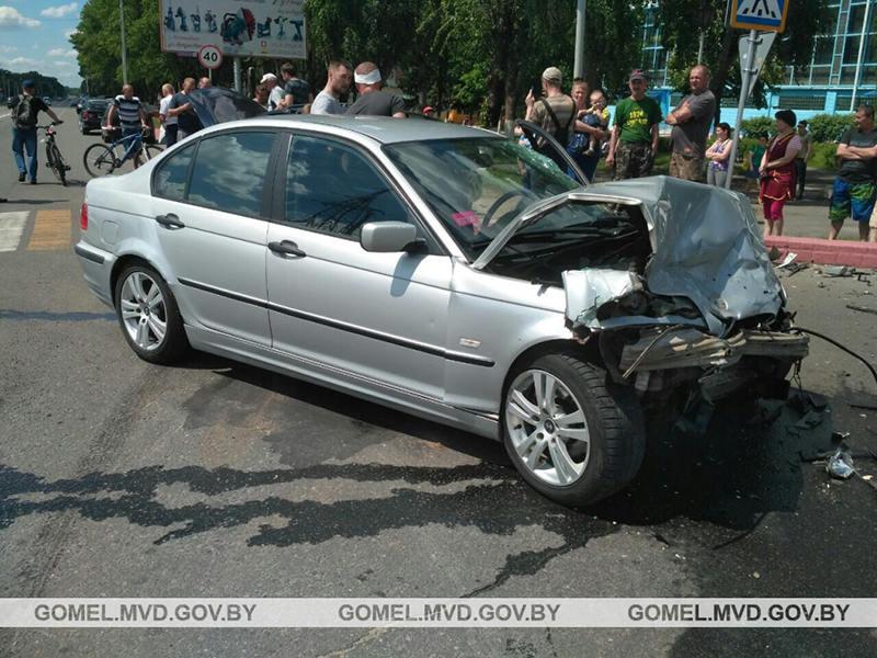 В Калинковичах столкнулись Volkswagen Passat и BMW