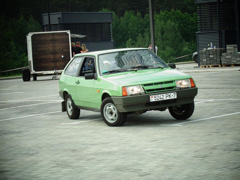 На трассе ВАЗ-2108