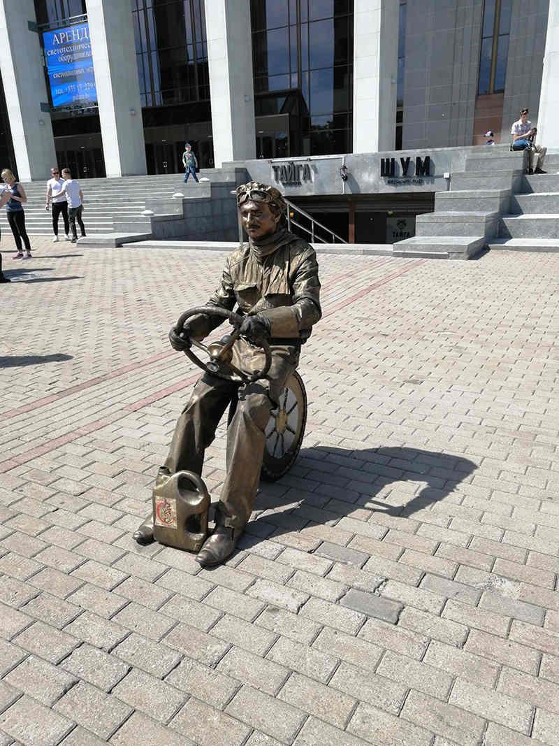 Живая скульптура Водитель