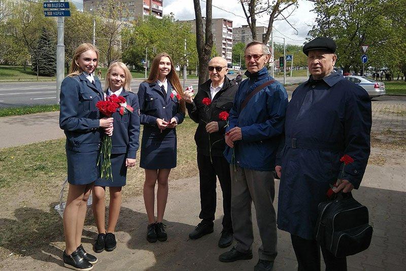 Госавтоинспекция поздравляет минчан с 9 мая!