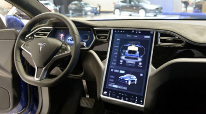 Автомобили Tesla диагностируют проблемы и заказывают запчасти