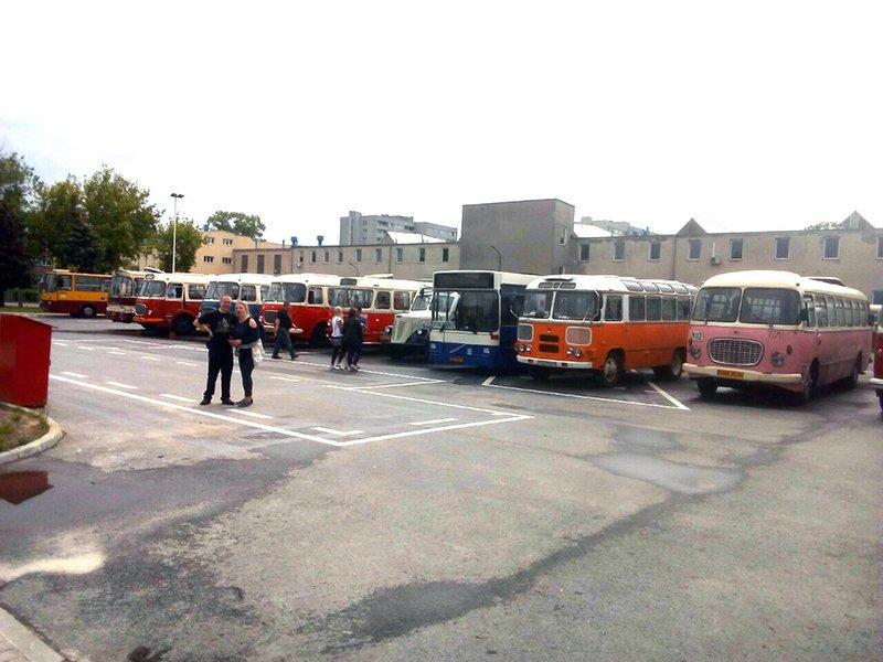 """В Варшаве прошли XIV Международный слет ретро автобусов и XVI """"Ночь музеев"""""""