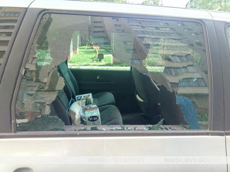 В Минске хулиган обстрелял из пневматического пистолета автомобиль