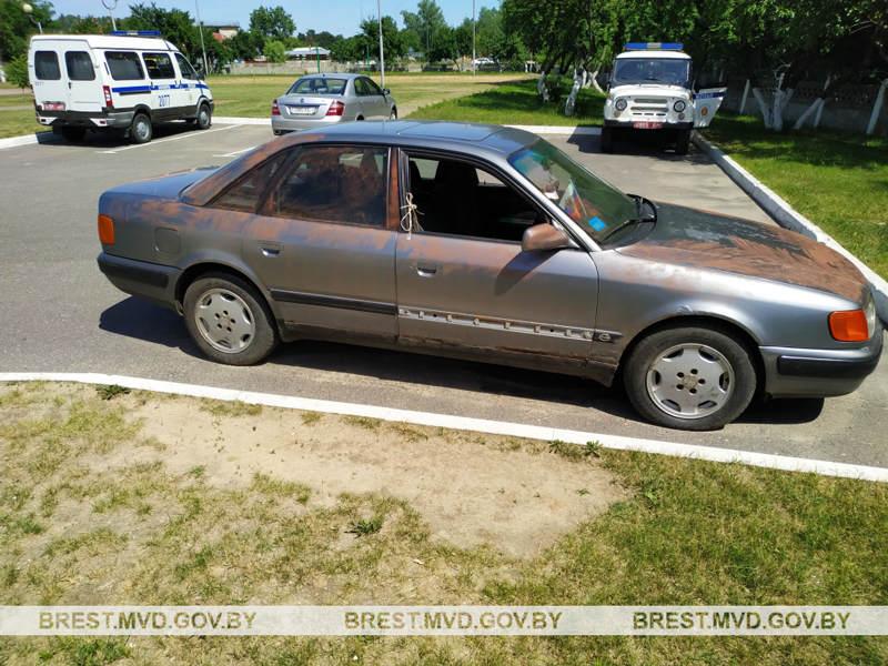 В Барановичах 14-летние школьники угнали автомобиль Audi