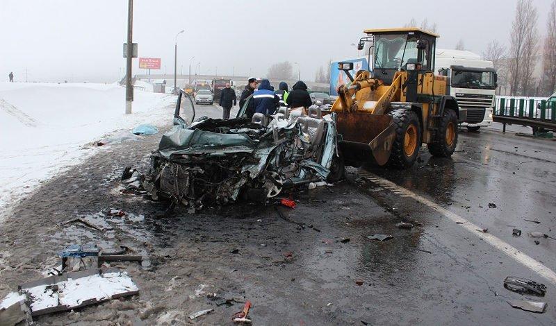 Расследование ДТП на МКАД с участием автопоезда и погрузчика завершено
