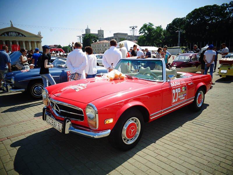 И их помощник Mercedes SL 280