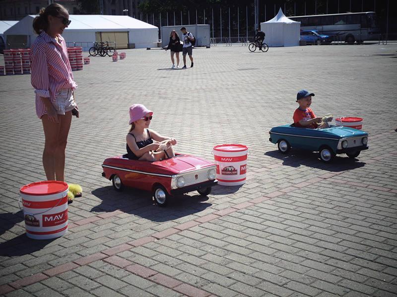 Детское ралли на педальных машинах