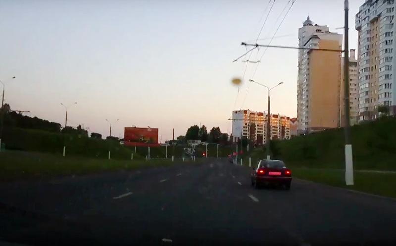 Пьяный бесправник на угнанном авто пытался скрыться от ГАИ