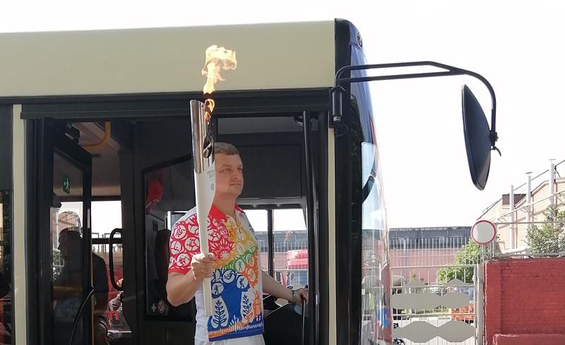 Денис Камлюк с факелом игр