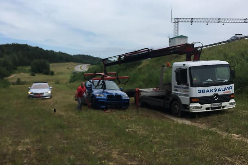 На трассе М-3 ГАИ преследовали BMW X5 на скорости 250 км/ч