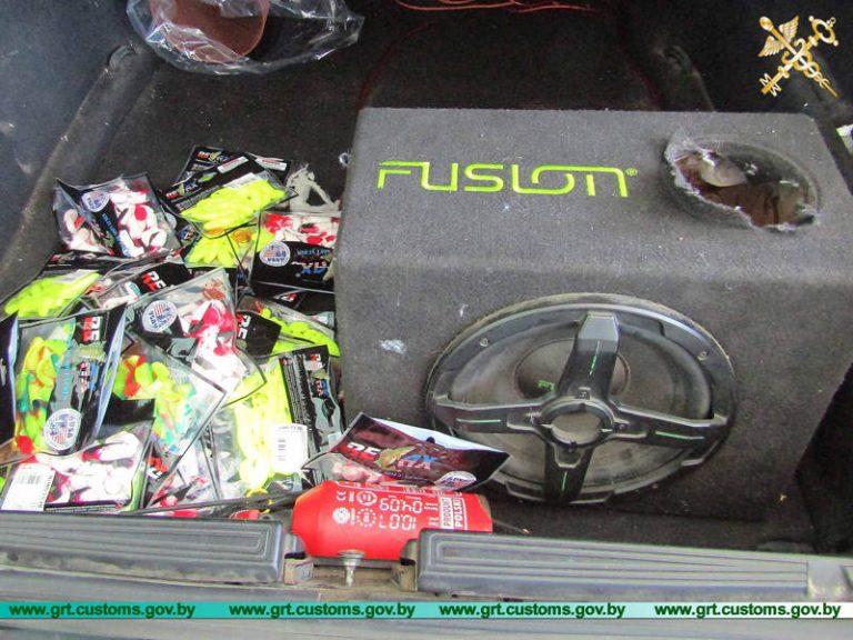 ИП пытались незаконно ввезти в тайниках своих авто товар