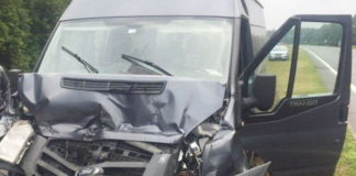В Ивацевичском районе микроавтобус протаранил фуру