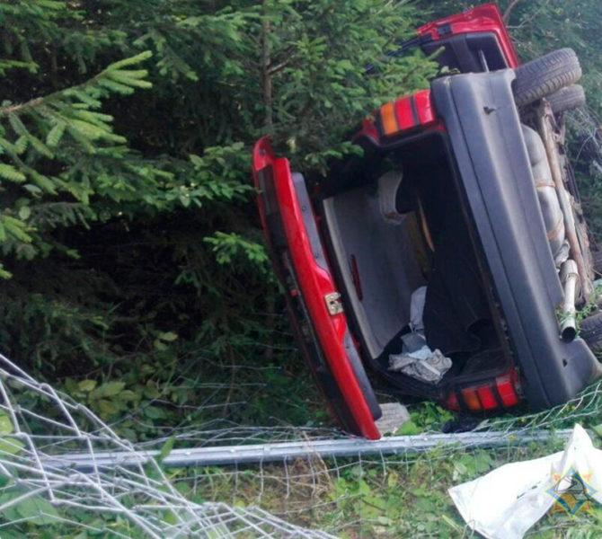 В Лидском районе Volkswagen врезался в отбойник