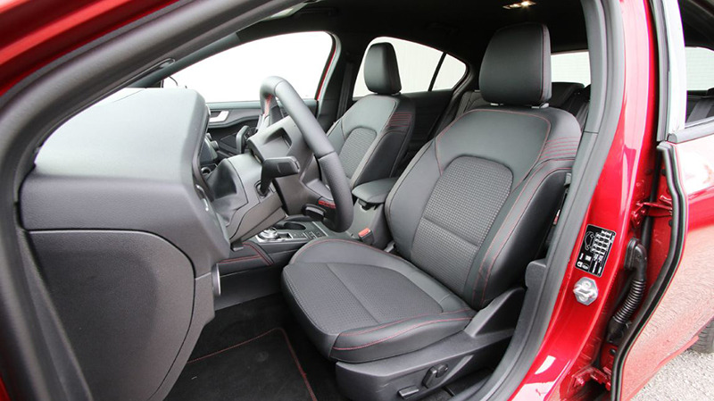 Передние кресла Ford Focus