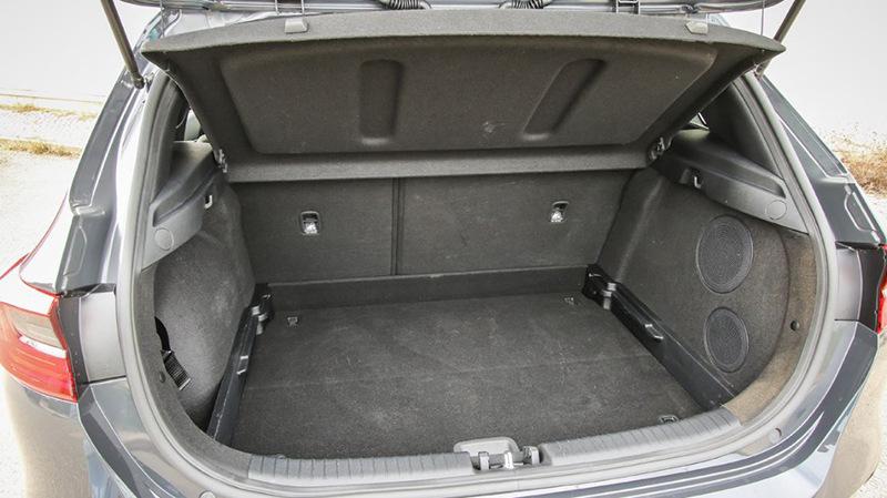 Более вместительным багажником располагает Kia Ceed